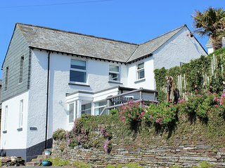 Spacious Cottage nr Trebarwith Beach Sleeps 7-9 with lovely views, Dog Friendly.