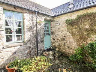 ROSEMARY COTTAGE, exposed beams, all ground floor, near Bodmin