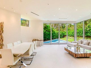 Luxurious Mansion in Coconut Grove - 5 minutes to the beach