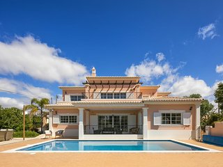 Casa Valhalla 5 Bed Ensuite Villa. Perfect for families. Sleeps 10