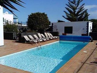 Large 4 Bedroom, 2 Bathroom Villa, 20 minute from Playa Blanca, Wifi,Heated Pool