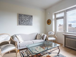 Stylish and Airy 64m2 Penthouse WeHost *Messeniuksenkatu