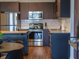 Domio | Downtown | Chic 1BR | 5 Min to Chase Field