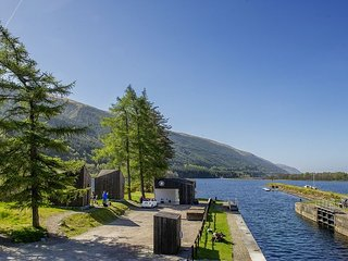 Bonnie (Glamping Bothy) - This 'glamping bothie', located on the Laggan Locks, o