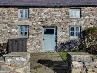 The Haybarn - The Hay Barn – Exclusive 2 bedroom stone cottage, luxuriously appo