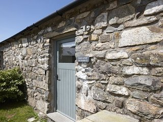 Stables 3 - The Stables 3 – Exclusive 5* 1 bedroom stone cottage. Balcony window