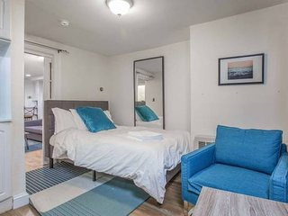 Comfy 1 BR in Premier Beacon Hill