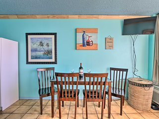 Beachfront Galveston Studio w/ Pool & View!