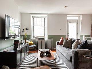 Domio | Rittenhouse Square | Charming 3BR Duplex + Deck