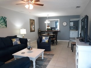 Englewood Fl. Condo. Close to beach, walking distance to shops and restaurants.