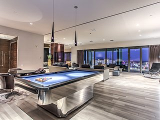 Enormous Penthouse at Palms Place w/ Panoramic Strip View!