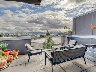 New listing! Stunning rooftop view in Fremont w/ courtyard & grill!