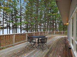 Beautiful cabin w/ private dock, canoe, shared tennis/basketball - dogs OK