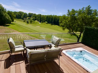 Luxury Chateau Vigiers golf villa with great wine tasting, cycling and walking