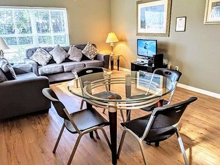 4 Bedrooms Townhouse at Villas at Seven Dwarfs only 4 miles from Disney! FD3