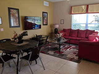 4 Bedrooms Townhouse at Villas at Seven Dwarfs only 4 miles from Disney! - DE