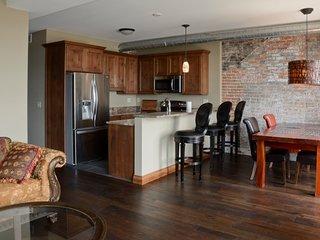 Lewis Suite - River View! 2BR/2BA luxury apartment