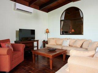 Casa Woodbine - Tamarindo Beachfront House with private pool