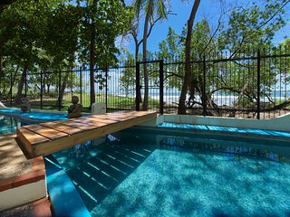 Casa Woodbine - Tamarindo Beachfront House with private pool