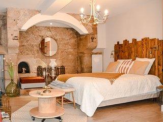 Bed in Shop La Chaumiere, un sejour dans une cuisine du Moyen-Age !