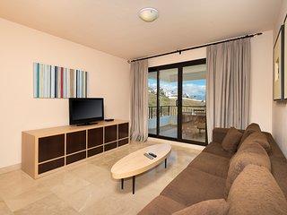 Elegant Side Sea View Apartment   Outdoor Pools + Solarium