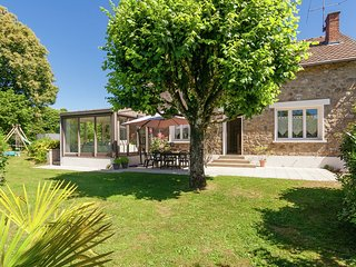 Sunlit Holiday Home in Meilhards with Private Pool