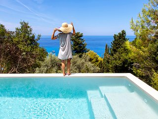 Early Bird Offer: Luxurious Villa DaLula with Private Pool in Agios Nikitas