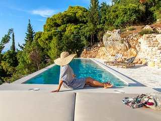 Brand-New Luxurious Villa DaLula with Private Infinity Pool in Agios Nikitas