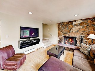 Vail Mountain Condo w/ Hot Tub - 10 Minutes to Vail Ski Resort