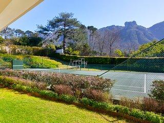 5 Bedroom Bishopscourt Home with tennis court