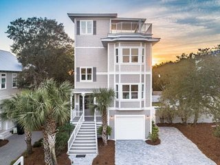 Spacious Updated Home w/Gorgeous Gulf Views! Private Heated Pool/Large Rooftop D