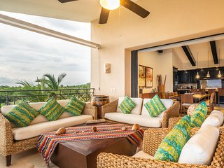 Upscale Penthouse Inside the Gates w/ Premier Golf & Punta Mita´s Beach Clubs