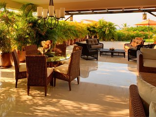 Sophisticated TH Sleeps 14 / Only$899 USD September and Oct/ Beachclubs & Golf