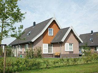 Beautiful holiday home with 2 bathrooms, 2 km from Appelscha