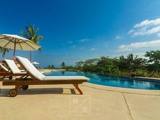 Beautiful Views Modern Luxury PH  w/ Premier Golf and Beach Clubs (Walk to Town)