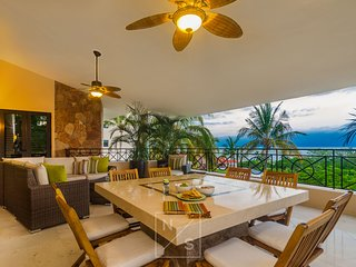Beautiful Views Modern Luxury PH  w/ Premier Golf and Beach Clubs (Walk to Town)