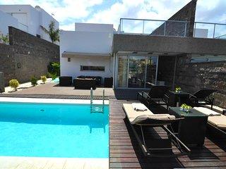 Villa next to Playa del Duque
