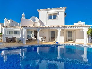 Family friendly 3 bedroom villa just a 5 minute walk into town!