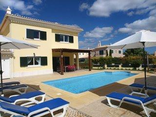 Hali Yellow Villa, Alcantarilha, Algarve