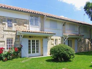 Maison spacieuse,piscine proche Bordeaux dans vignoble blayais