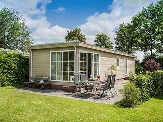 Comfortable chalet with a combi microwave, in green Twente