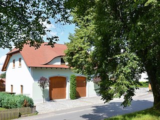 Large apartment located directly at the Jakobsweg - two complete residential uni