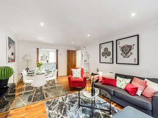 15% off; Covent Garden; SUPERB, 2 Bedroom Apartment with Netflix