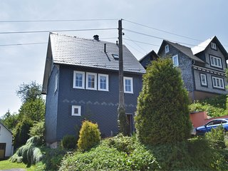 Lovely half-timbered house in Thuringia with fireplace, party room in the baseme