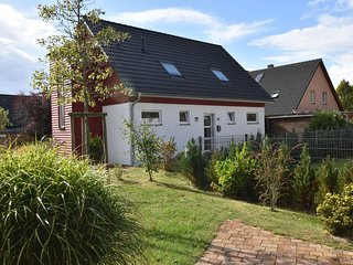 Cozy Apartment in Borgerende-Rethwisch  with Garden