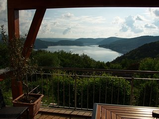 Mediterranean-style flat with wood stove, terrace and a terrific view of the Ede
