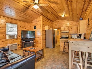 NEW-DogFriendly Broken Bow Cabin Great for Couples