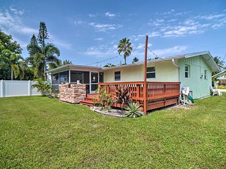 NEW-Bradenton Beach Cottage, Walk to Shore & Shops