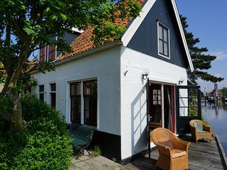 Lovely holiday home in Hindeloopen in a great setting, on the 11 city tour route