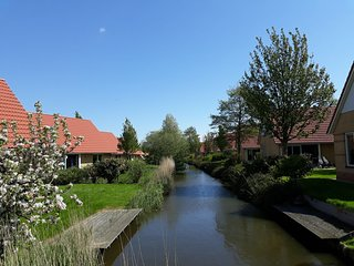 Detached holiday home with jetty, only 19 km. from Hoorn